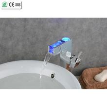 Faucet de lavatório de latão de cachoeira de corpo único de corpo único (QH0615HAF)