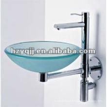 Pequeno pano de lavagem de vidro montado na parede de canto limpo