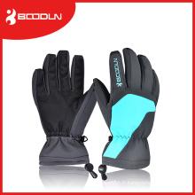 Mettez à la main un gant de ski personnalisé pour homme et femme