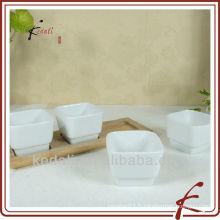 Plat de porcelaine aux tapas avec bambou