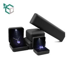 Роскошные серии дисплея ювелирных изделий дисплей подарок шинни светодиодные настройки картона подарок коробка ювелирных изделий установленная