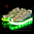 O projeto o mais atrasado baixo escolhe miúdos que piscam sapatas com luz conduzida