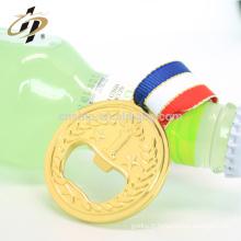 Chine usine professionnelle pas cher forme ronde alliage de zinc médaille d'or vin bière décapsuleur avec ruban