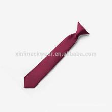 Clip tejido en poliéster de nudo perfecto en corbata