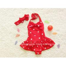 Red Bikini-Badebekleidung des roten kleinen Mädchens