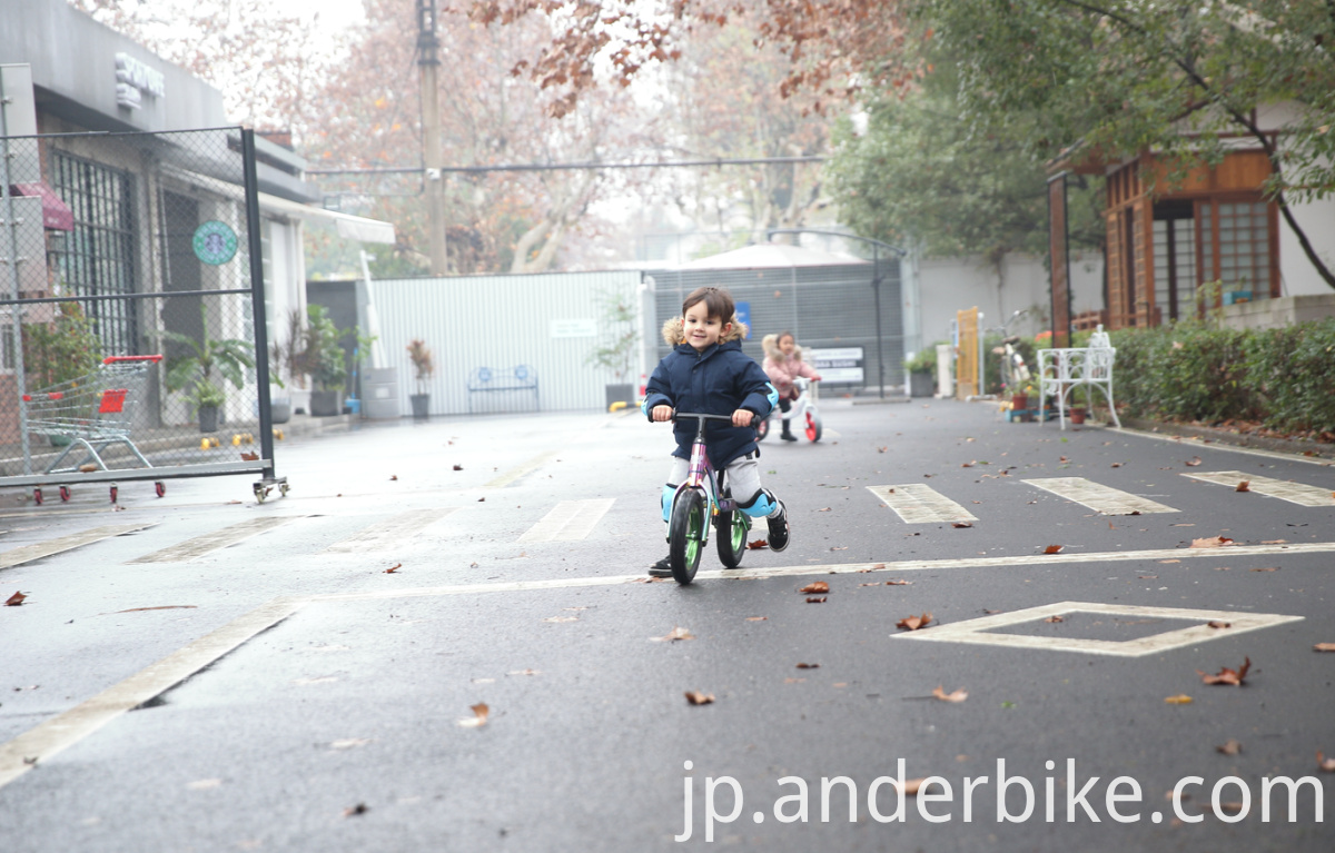 chindren balance bike