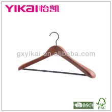 Деревянная вешалка из коричневого цвета с вырезами и трубкой из ПВХ