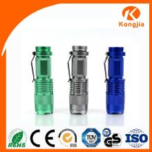 Enchufe de fábrica con el precio bajo barato mini linterna del LED gama Zoomable linterna recargable del bolsillo