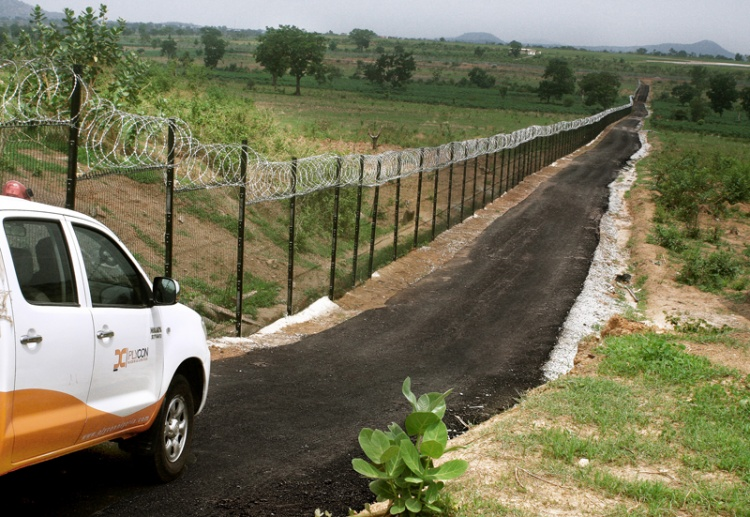 4 Abuja Airport Road and Bi-lattice fence pg 4b