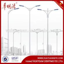 Poste de luz de rua galvanizado a quente com suporte