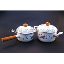enamel stock pot with wooden knob and handle