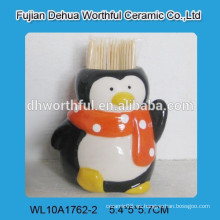Fábrica de cerámica directamente toothpick titular con pingüino figurilla