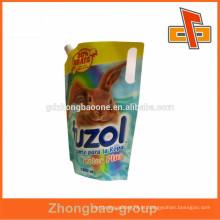 Saco de plástico de plástico de forma personalizada com stand up tipo de embalagem de liquidação china manufatura