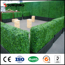Customized artificial hedge privacy screens with planter