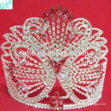 A beleza da grande coroa de borboleta de diamante AB
