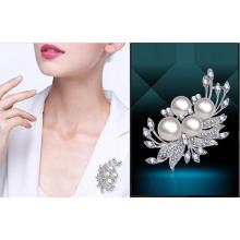 Fashion crystal / silver / pearl brooch