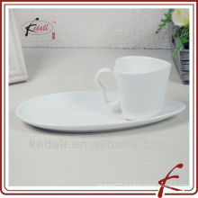 Керамическая чашка с блюдцем