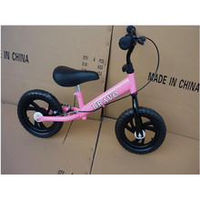 Bicicleta popular cor-de-rosa do equilíbrio