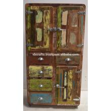 Cabinet en bois recyclé