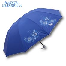 Mercado objetivo Características únicas chinas Silkscreen lema impreso Logo Tamaño más grande 3 paraguas plegable Fabricante China