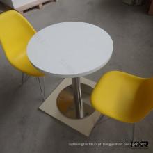 crianças brancas mesa de superfície sólida e cadeiras