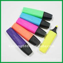 Stylo surligneur avec 6 couleurs différentes
