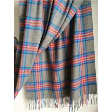 Mantón de tela escocesa de cachemira gris para el tiempo frío
