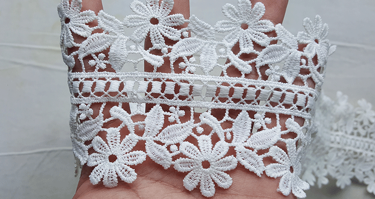 LACE TRIMMIG