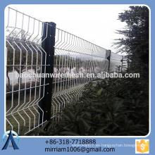 Pvc del precio competitivo de la alta calidad del diseño de la venta caliente nuevo cubrió la cerca de doblez del triángulo de la cerca del jardín