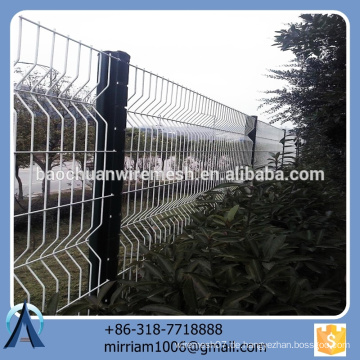 Heißer Verkauf neuer Entwurfsqualitäts-konkurrenzfähiger Preis pvc beschichtete Gartenzaun-Dreieck, der Zaun beugt