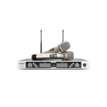 2 canales de micrófono UHF profesional con dos micrófonos de mano o dos transmisores