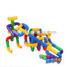 Plastic pipe building toys