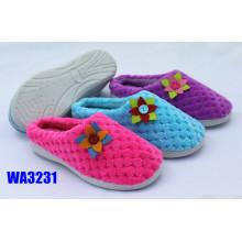 Flor pompón de terciopelo invierno zapatillas al aire libre de mujeres