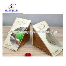 La catégorie comestible de la Chine enlèvent la pyramide formée avec les boîtes de papier de sandwiches de fenêtre claire dans des tasses de papier