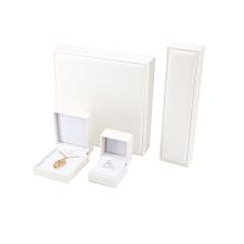 Boîtes-cadeaux à bijoux en cuir blanc