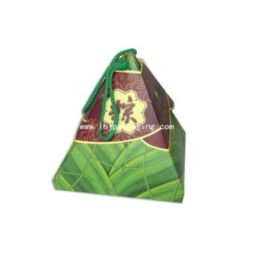 Коробка из шоколадной глазури с треугольной коробкой