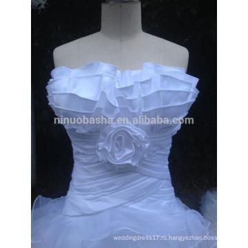 В наличии стильный зубчатый декольте с плеча органзы свадебные платья с оборками Белый свадебные платья NB1286