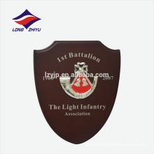 Horn logo première personne gagne une plaque de décoration en bois