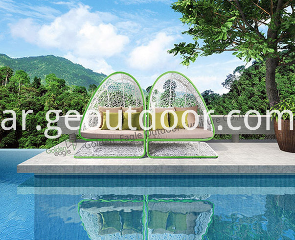 Outdoor garden wicker daybed