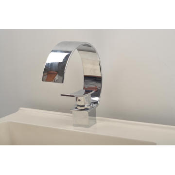 Nueva forma de c solo mango cascada lavabo grifo (q3025a)