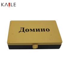 Logo farbiges Domino-Spiel in der Zinn-Kasten