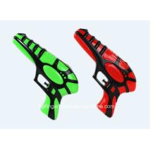 Летняя игрушка с водяным пистолетом