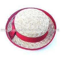 Модная соломенная шляпка с травой