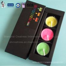 Bougie de tealight à trois pièces en couleur dans la boîte en papier