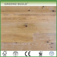 Suelo de madera labrada blanco natural del roble de la colada