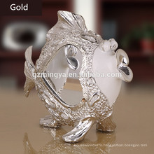 Wholesale business gift kissing cute fish lovers presents resin animal figurines