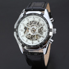 travel men watch bezel outsert design with leather band