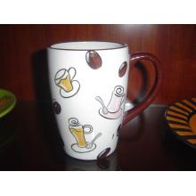 Taza de café pintada a mano de cerámica