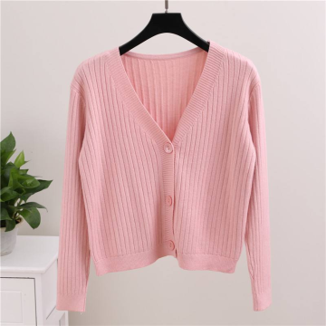 Pull cardigan court en maille rose à la mode