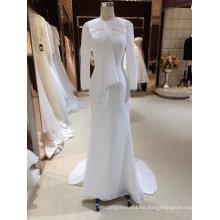Una línea de largo vestido de novia de gasa